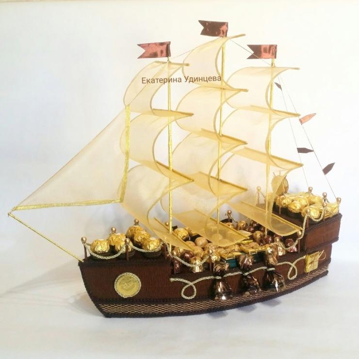 Как сделать корабль из конфет и с бутылкой
