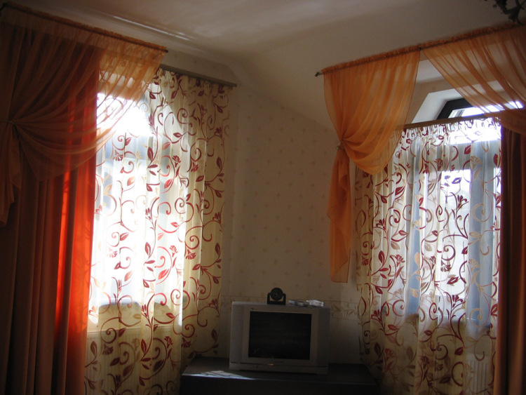 Шторы на окна в частном доме фото